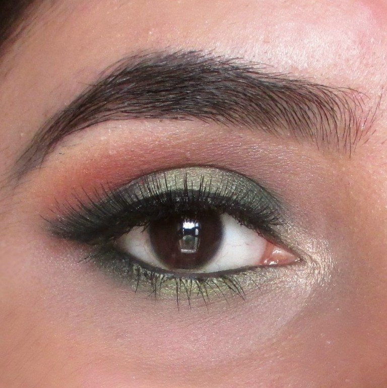 Green Eyemakeup using Wet N Wild Eyeshadow Palette