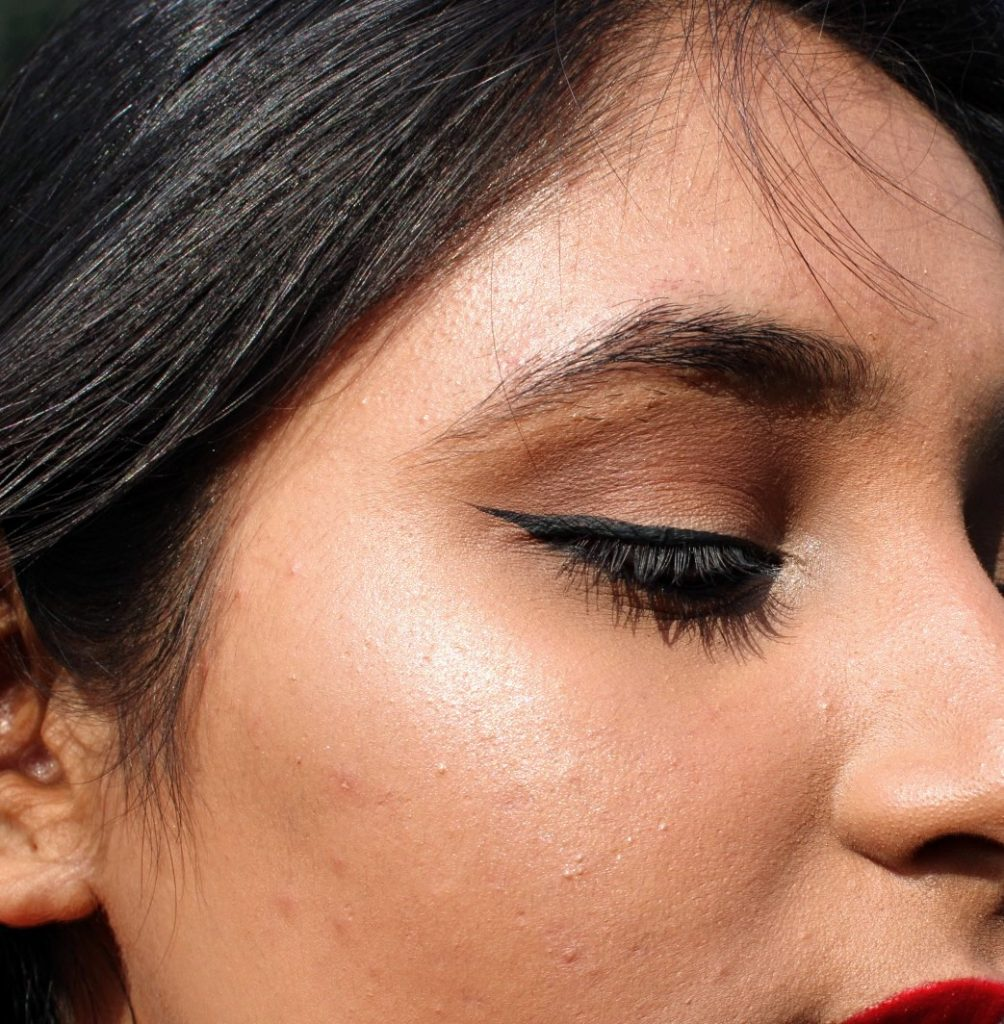 how to apply highlighter for natural look
