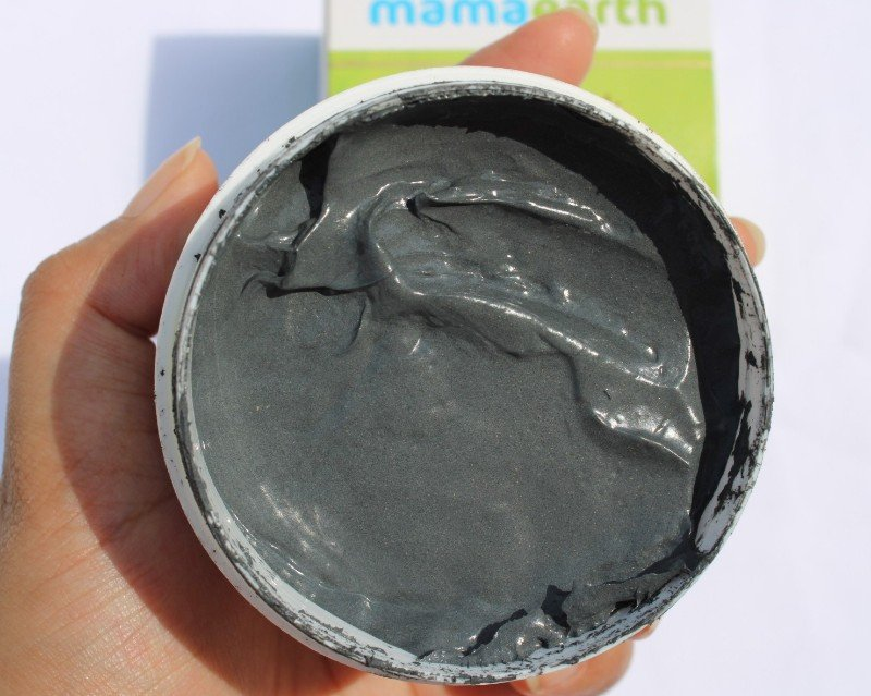 Texture of mamaearth c3 face mask