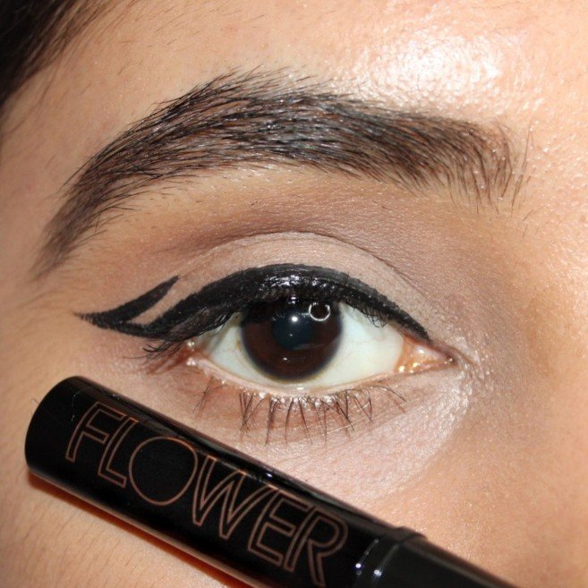 Graphic Eyeliner with Flower Beauty Style Eyes Liquid Eyeliner