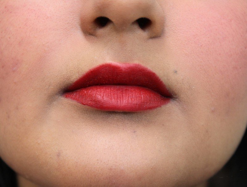 Lakme nine to five lip and cheek colour in crimson silk swatches